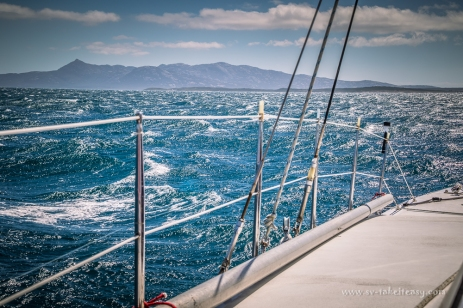 35 knots on the stern!