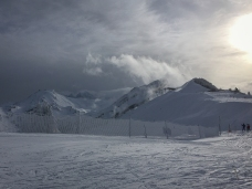 At Avoriaz, the weather is closing in, with 100km winds forecast for the afternoon